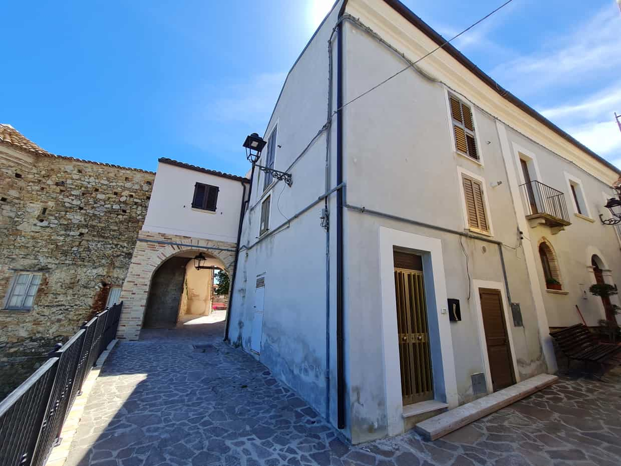 Ref 104 Townhouse in a beautiful town