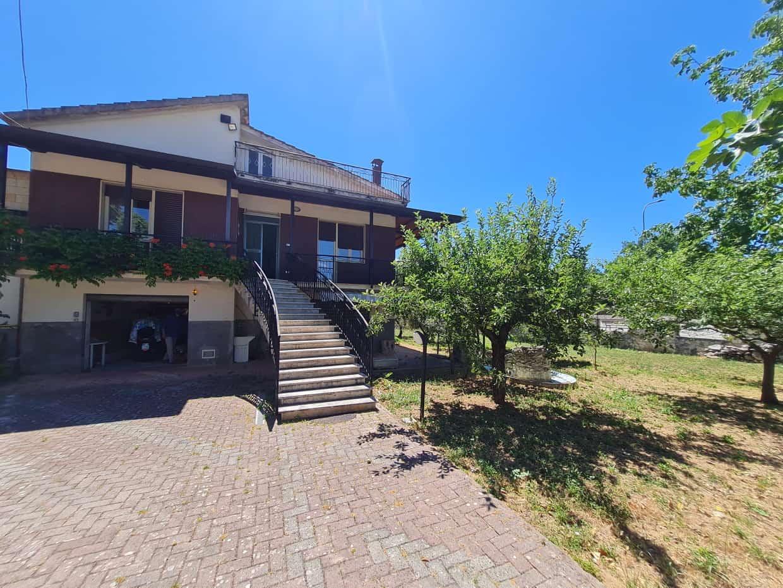 Ref 136 Large villa in a tourist location