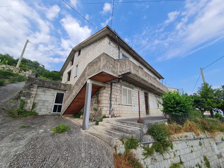Ref 106 Large stone property