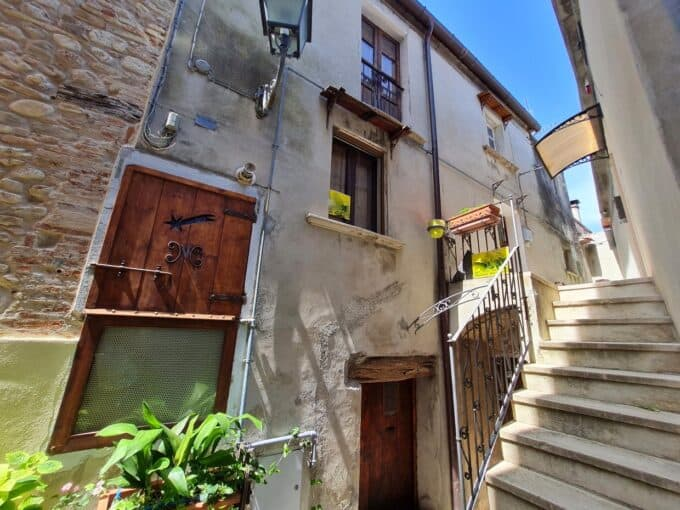Ref 159 Fantastic townhouse with roof terrace